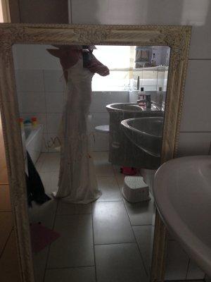 Langes champagnerfarbenes Brautkleid