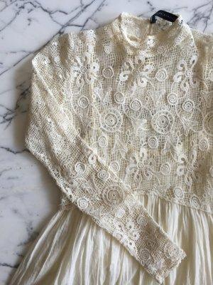 Langes cremeweißes Kleid mit gehäkelten Details NEU