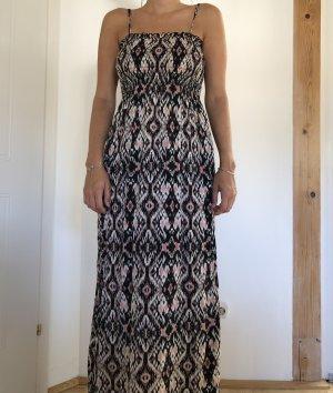 langes gemustertes Kleid