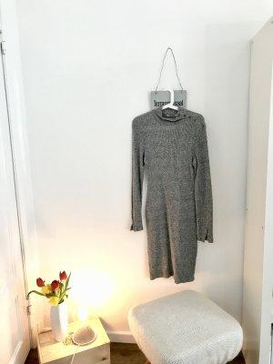 Langes geripptes Kleid mit Stehkragen
