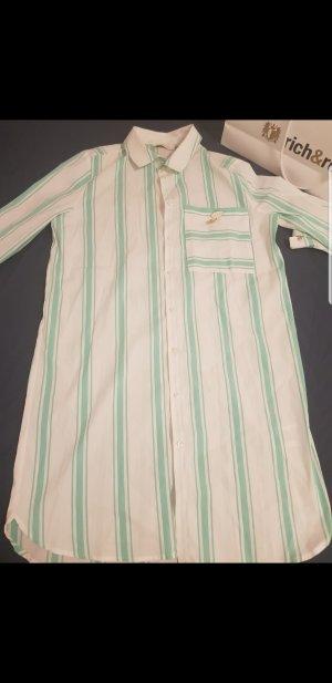 langes Hemd.