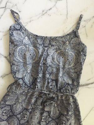Langes Kleid mit floralem Muster in blau und weiss NEU