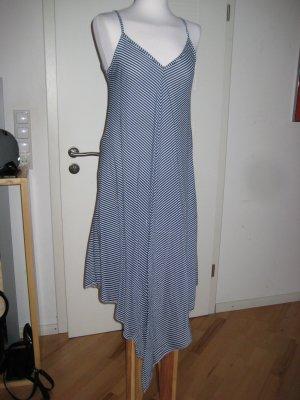 Langes leichtes Kleid