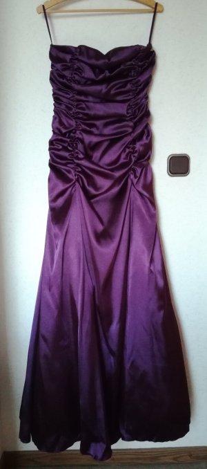 Langes lila Abendkleid mit Stola