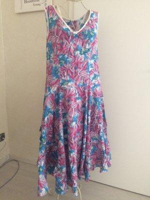 Langes luftiges Sommerkleid
