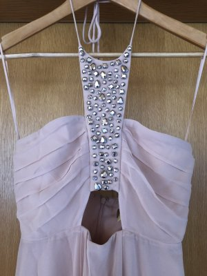 langes nudefarbenes Abendkleid