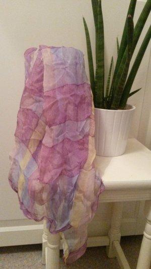 langes pastelfarbenes Tuch