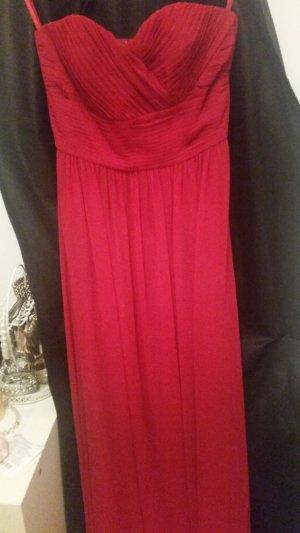 Langes, rotes Abendkleid