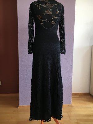 langes rückenfreies schwarzes Spitzenkleid von ana alcazar