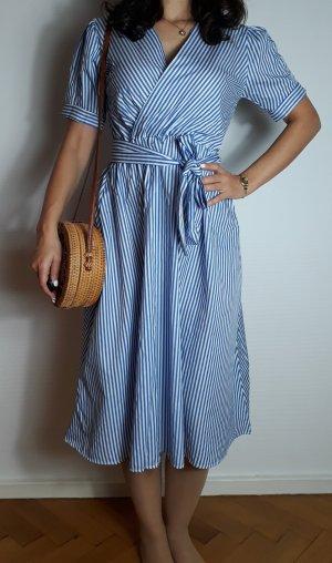 Langes schönes Kleid