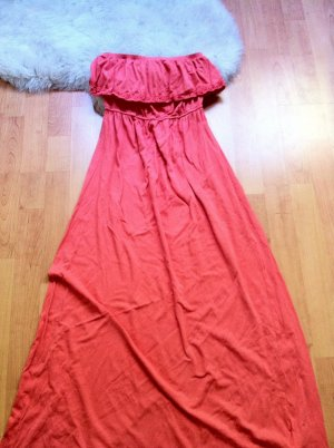 Langes schulterfreies Sommerkleid in Aprikot