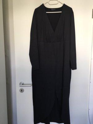 Langes schwarzes Abendkleid mit Schlitz