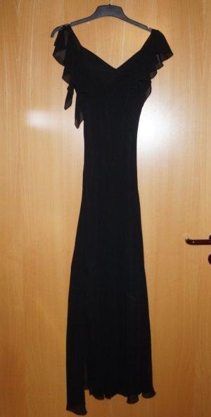 Langes schwarzes Kleid mit seitlichem Schlitz