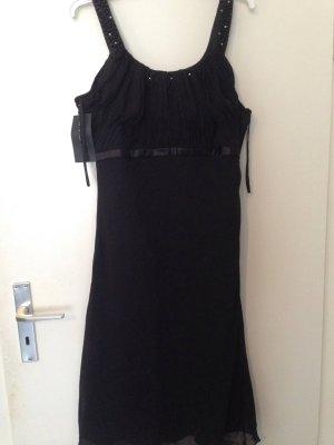 Langes schwarzes Kleid mit Steinchen