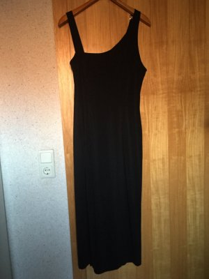 Langes schwarzes Trägerkleid