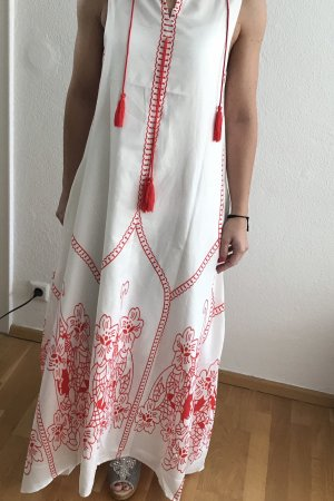 Langes Sommerkleid mit Blumenmuster und Quasten