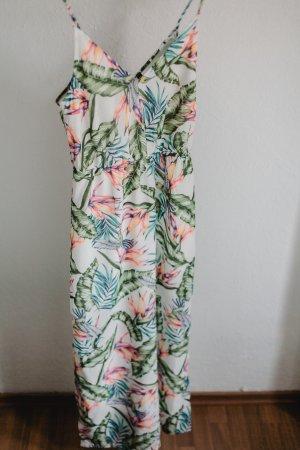 langes Sommerkleid mit tropikalem Print