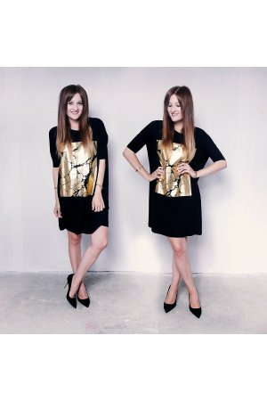 Langes T-Shirt Kleid mit Gold Applikation