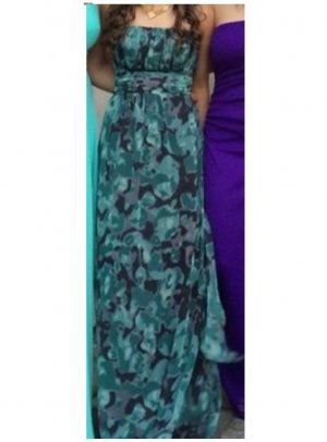 Langes, trägerloses Kleid
