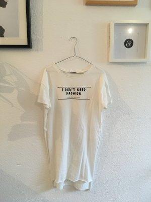 Langes weißes Shirt mit Schlitzen