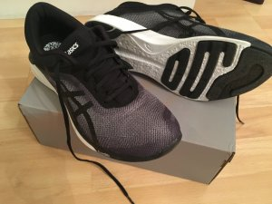 Laufschuhe / Turnschuhe / Sneaker Asics fuzeX Rush schwarz grau Gr. 7 / 38 NEU