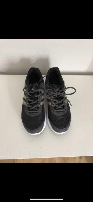 Laufschuhe von Adidas mit Roségold NEU
