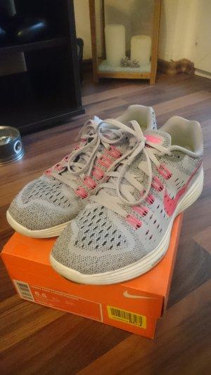 Laufschuhe von Nike in Lila und Pink