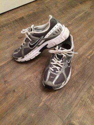 Laufschuhe von Nike neuwertig