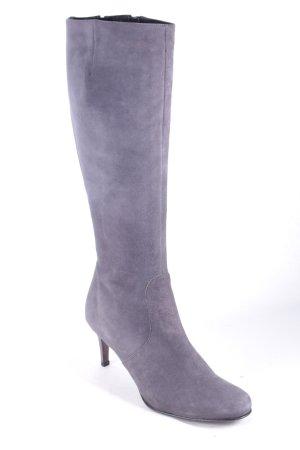 Laura Botas con tacón gris estilo sencillo