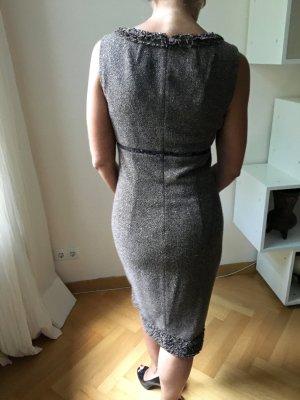 Laurèl Kleid mit Pailetten und grobem Stoff. Schöner Kontrast
