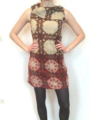 Lavand Kleid im Retro Muster, kurz geschnitten, Größe 36
