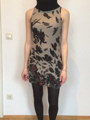 Lavand Kleid mit schwarzem Rollkragen, Größe S