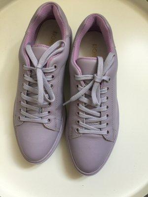 Lavendelfarbene Ledersneaker