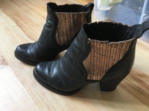 Lazamani Stiefeletten in schwarz/Roségold