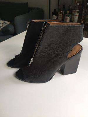 Leder Cut Out Stiefeletten, High Heels