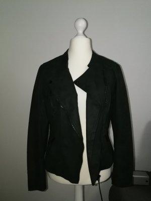 Leder-Look Jacke von Only in einem schönen Tannengrün. Gr. 42