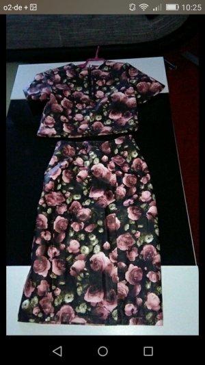 Leder Outfit mit rosenmuster