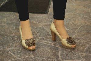 Leder Pumps Peeptoes Heels MANAS Design beige nude Blume