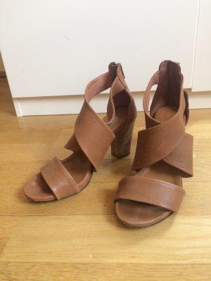 Sandalias de tiras coñac-marrón