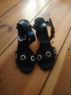 Leder Sandaletten mit Eyelets! NEU! NIE GETRAGEN!!