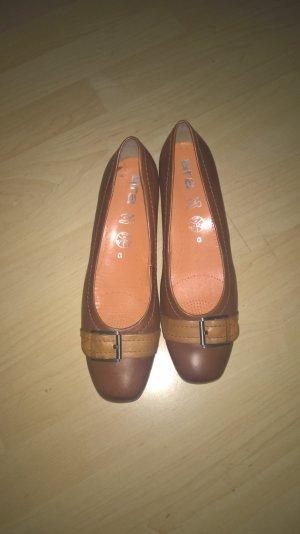 Leder Schuhe mit kleinem Absatz