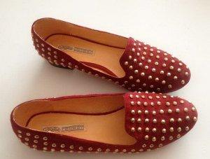 Leder Schuhe / Slipper in Rot mit goldene Nieten von Buffalo Design Gr. 40 wie neu