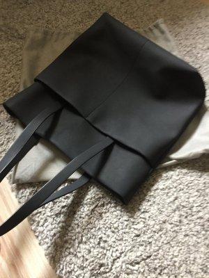 Leder-Shopper mit aufgesetzten Taschen von COS