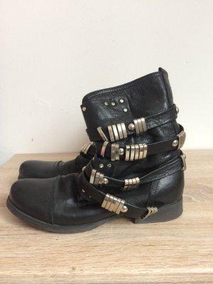 Botas bajas negro-color plata