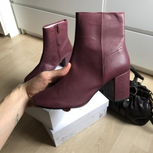 Leder Stiefel von & other Stories in Bordeaux