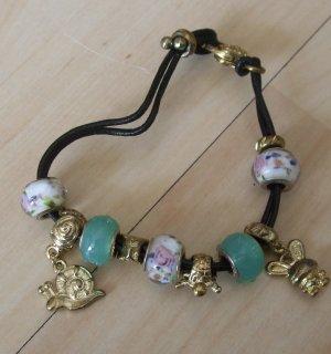 Lederarmband mit mehren Beads