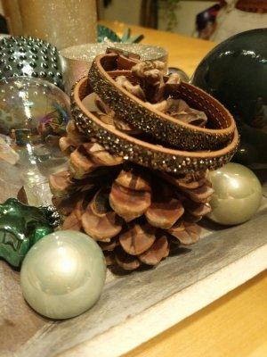 Lederarmband mit Swarovski ®️ Kristallen