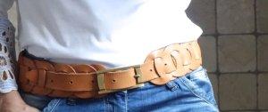 #Ledergürtel, #Echtleder, breiter schöner #Gürtel, #geflochten, #beige, #camel, #hellbraun, #massive #Metallschnalle, #goldig,#matt, echtes Leder, Glattleder, Hippie, Boho, 6 cm Breite, 88-103 cm Länge, hervorragender Zustand