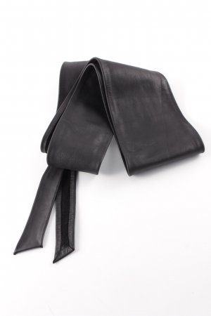Cinturón de cuero negro
