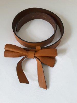 Ledergürtel von Massimo Dutti, cognacbraun, mit Schleife am Verschluss